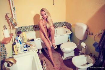 victoria Romantic Toilet December 5 VirtualRealityChannel