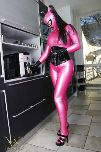 001 - pink latexcatsuit
