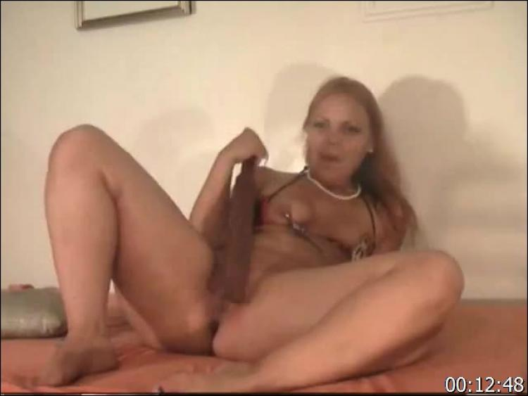 Hot camgirl chroniclove rubs her panties on her pussy 5