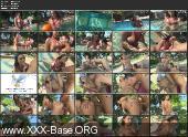 Грудастая мулатка предпочитает секс в бассейне