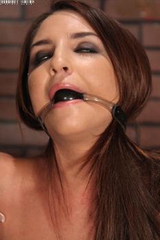 20110721 Giselle Leon
