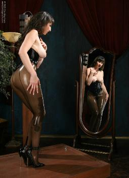 01-01 - Natalie Minx