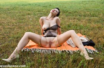 A kinky picnic with Wanilianna